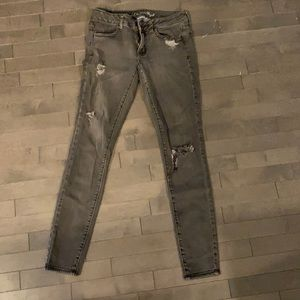 American Eagle Black Ripped Jegging Size 6